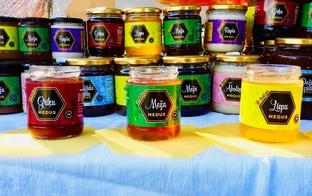 """Medu, biškopības inventāru un citus produktus ar atlaidi piedāvā zemnieku saimniecība """"Baļļas"""""""