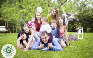 Sešu bērnu vecāki: darām visu, lai bērniem nekā netrūktu