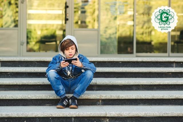 Šodien, Starptautiskajā Pazudušo bērnu dienā aicina pievērst uzmanību seksuālās uzmākšanās riskam tiešsaistē