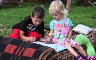 Ģimenēs ir spēks! Noskaties VIDEO,kā dzīvo 5 bērnu ģimene