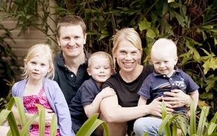 Vai viegli būt par vidējo bērnu ģimenē?