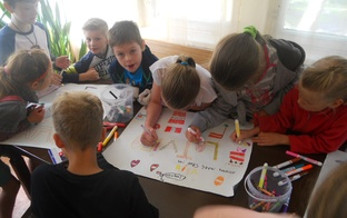 Bērni SIF nometnē: Krāsains prieka karuselis