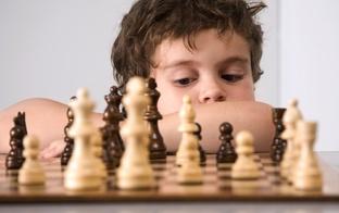 Ieinteresēt datorspēļu paaudzi spēlēt šahu un galda spēles