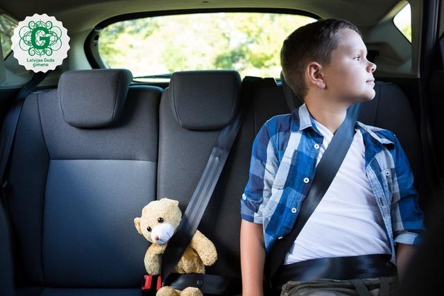 Policija uz ceļiem pastiprināti kontrolēs bērnu drošu pārvadāšanu automašīnās