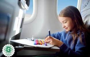 Astoņi ieteikumi, kā lidojumu kopā ar bērniem padarīt aizraujošāku