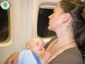 """Kas būtu jāzina, ja ģimene plāno lidojumu kopā ar zīdaini, stāsta """"Capital Clinic Riga"""" pediatre un bērnu neiroloģe Vizma Meikšāne."""