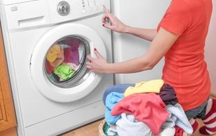 Padomi: kā un cik bieži jāmazgā aizkari, dvieļi un gultasveļa?