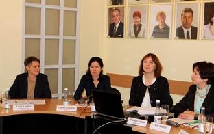 """""""Latvijas Goda ģimenes apliecības """"3+ Ģimenes kartes"""""""" tiks izsniegtas arī turpmāk. Paplašinās daudzbērnu ģimeņu definīciju"""