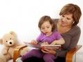 Valsts nodrošinās atbalstu vecākiem, kuri izmanto aukļu pakalpojumu