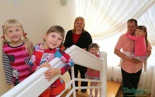 Divu adoptētu dvīņu pāru mamma: ļaujamies meitu vēlmei darīt lietas kopā