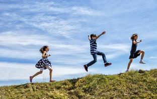 Kā vecāki iesaka mainīt sabiedrības attieksmi pret daudzbērnu ģimenēm?