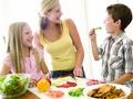 Vai kādai ģimenei ir 100% atlaide bērnu ēdināšanai skolā un dārziņā?