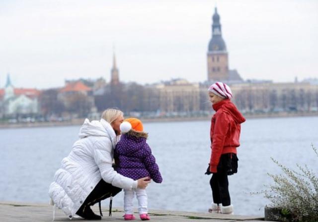Kādus valsts atbalsta soļus sagaida Latvijas ģimenes?