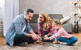 Kā pavadīt brīvlaiku: galda spēļu TOP 3 visai ģimenei
