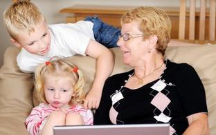 Vecvecāku palīdzība: labums vai kaitējums?