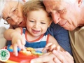5 iemesli, kāpēc vecvecāki vislabāk pieskatīs jūsu bērnus