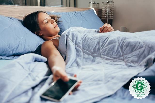 Viedierīču lietošana pirms miega – cik būtiski tas mūs ietekmē?