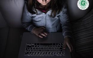 Grāmatu lasīšana pustumsā, ikdiena darbā pie datora – kā saglabāt acu veselību?