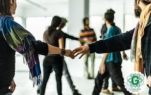 Deju un kustību terapija fiziskās un emocionālās veselības uzlabošanai