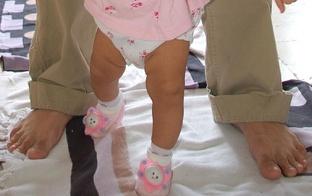 Ģimenes studija: Pirmie soļi. Bērnu ortopēdiskā veselība