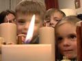 VIDEOpamācība: gatavojam Adventes vainagu kopā ar daudzbērnu ģimeni