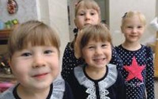 Iedvesmojoša intervija par 4 māsiņu adopciju: Atrast ģimenei otru pusi